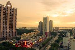 In Richtung zur Abendstadt in Zhuhai, China stockfotografie