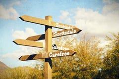 Richtungs unterzeichnen Sie herein Höhlen-Nebenfluss, Arizona mit Weinlese-Effekten stockbild