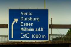 Richtungszeichen auf der Autobahn A 3 Stockfotografie