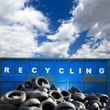 Riciclaggio contenitore e delle gomme Fotografia Stock Libera da Diritti