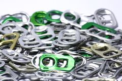Riciclaggio dell'alluminio dall'tirare-anello Fotografia Stock Libera da Diritti