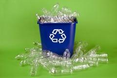 Riciclaggio delle bottiglie di acqua di plastica Fotografia Stock Libera da Diritti