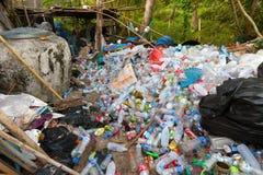 Riciclaggio di plastica della bottiglia Fotografia Stock Libera da Diritti