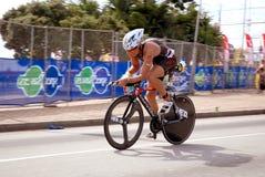 Riciclaggio di Triathlete Fotografia Stock Libera da Diritti
