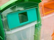 Riciclaggio e bidone della spazzatura Fotografie Stock Libere da Diritti