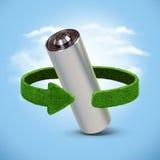 Riciclaggio le batterie e degli accumulatori Concetto con le frecce verdi dall'erba Riciclaggio del concetto Fotografie Stock Libere da Diritti
