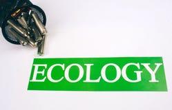 Riciclando, la riutilizzazione, riduce il concetto Riciclaggio dello spreco elettrico Carta con ecologia di parola vicino alle ba fotografia stock