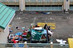Ricicli ed organizzi le merci usate dal camion fotografia stock