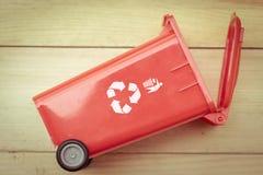 Ricicli il bidone della spazzatura del recipiente Immagine Stock Libera da Diritti