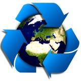 Ricicli il logo con l'albero e la terra Il globo di Eco con ricicla i segni Fotografia Stock Libera da Diritti