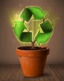 Ricicli il segno che cresce dal vaso da fiori Immagini Stock Libere da Diritti