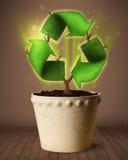 Ricicli il segno che cresce dal vaso da fiori Fotografie Stock