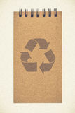 Ricicli il taccuino di carta con riciclano il segno Fotografia Stock