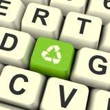 Ricicli il tasto del computer verde dell'icona che mostra il riciclaggio e l'amico di Eco Immagine Stock