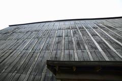 Rickhouse держа тысячи бербона barrels медленно зреть стоковое фото rf