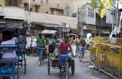 Rickshaw eller trehjuling på gammala Delhi, Indien Arkivbilder