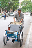 Rickshaw rider in vietnam Royalty Free Stock Photography