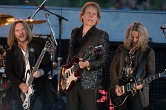 Ricky Phillips, James Young & Tommy Shaw de STYX que executa em Califórnia Foto de Stock