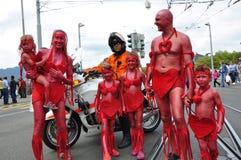 ` Rico s Streetparade del ¼ de ZÃ: La familia entera está celebrando imagenes de archivo