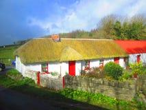 Ricopra di paglia i cottage del tetto Fotografia Stock Libera da Diritti
