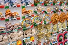 Ricordi differenti del magnete di Roma fotografia stock libera da diritti
