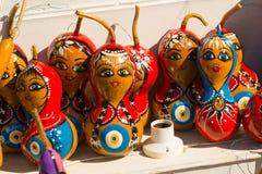 Ricordi variopinti dei giocattoli: ragazza e Santa Claus Mercato tradizionale Turchia bazaar fotografie stock