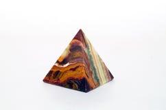 Ricordo dalla piramide dell'onyx su fondo bianco Fotografia Stock