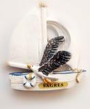Ricordo del ` s di Sagre: barca a vela con un gabbiano portugal Fotografia Stock