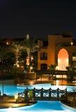 Ricorso dell'hotel entro la notte immagini stock