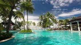 Ricorso tropicale con la piscina video d archivio