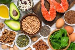 Ricos de la comida en el ácido graso de Omega 3 y las grasas sanas Concepto de la consumición de la dieta sana foto de archivo
