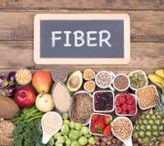 Ricos de la comida en la fibra, visión superior fotos de archivo