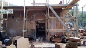 Ricostruzione della chiesa di StPoghos-Petros nel distretto di Kotayk Fotografie Stock