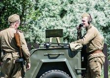 Ricostruzione della seconda guerra mondiale, COM russa di due soldati Fotografia Stock Libera da Diritti