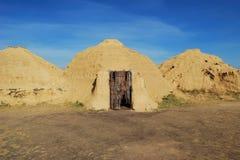 Ricostruzione di costruzione antica in steppa. Fotografia Stock