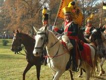 Ricostruzione di Napoleon Wars Calvary con le bandiere Fotografia Stock