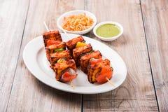 Ricotta arrostita o anche conosciuto come il paneer di kebab di Paneer Tikka o del paneer o dei peperoncini rossi del peperoncino Fotografia Stock Libera da Diritti