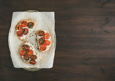 Ricotta and cherry-tomato sandwiches with fresh thyme Royalty Free Stock Photos