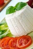 Ricotta Käse und Basilikum Stockfoto