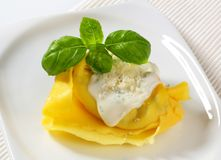 Ricotta and spinach tortelloni with cream sauce and Parmesan Stock Photos