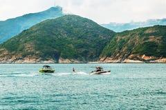 Ricreazione attiva di vacanza o di fine settimana Sport acquatico di superficie Vista sul mare, paesaggio Priorit? bassa della na fotografia stock