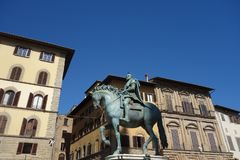 Rid- monument av Cosimo I arkivfoto