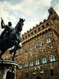 Rid- monument av Cosimo I (Statua equestredi Cosimo Jag de Medici) fotografering för bildbyråer