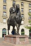 Rid- monument till den 1st kungliga regulatorn av Chile och grundaren av Santiagostadsuniversitetsläraren Pedro de Valdivia i San Royaltyfri Bild