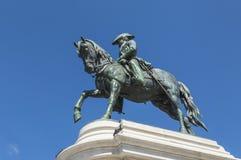 Rid- staty av droppstatyn för konung Pedro i OPorto Royaltyfri Bild
