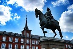 Rid- staty av Felipe III i Plazaborgm?stare av Madrid royaltyfri bild