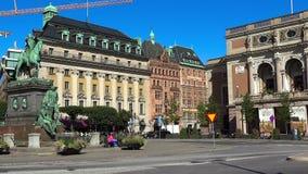 Rid- staty av konungen Gustav II Adolf mot den kungliga svenska operan stockholm sweden stock video