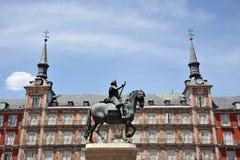 Rid- staty av konungen Philip III på Plazaborgmästaren i Madrid Royaltyfri Fotografi