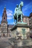 Rid- staty av kristen IX nära den Christiansborg slotten, Co Arkivfoto