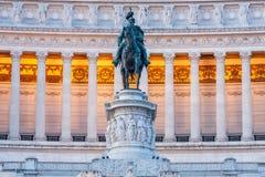 Rid- staty av Vittorio Emanuele II i Vittoriano. Piazza Venezia. Rome Arkivbilder